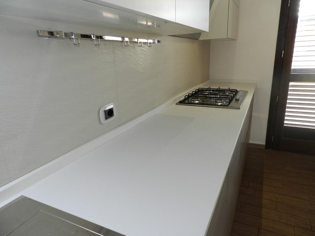 Top in quarzo per cucine piano cucina in quarzo quattro - Quarzo per cucine ...